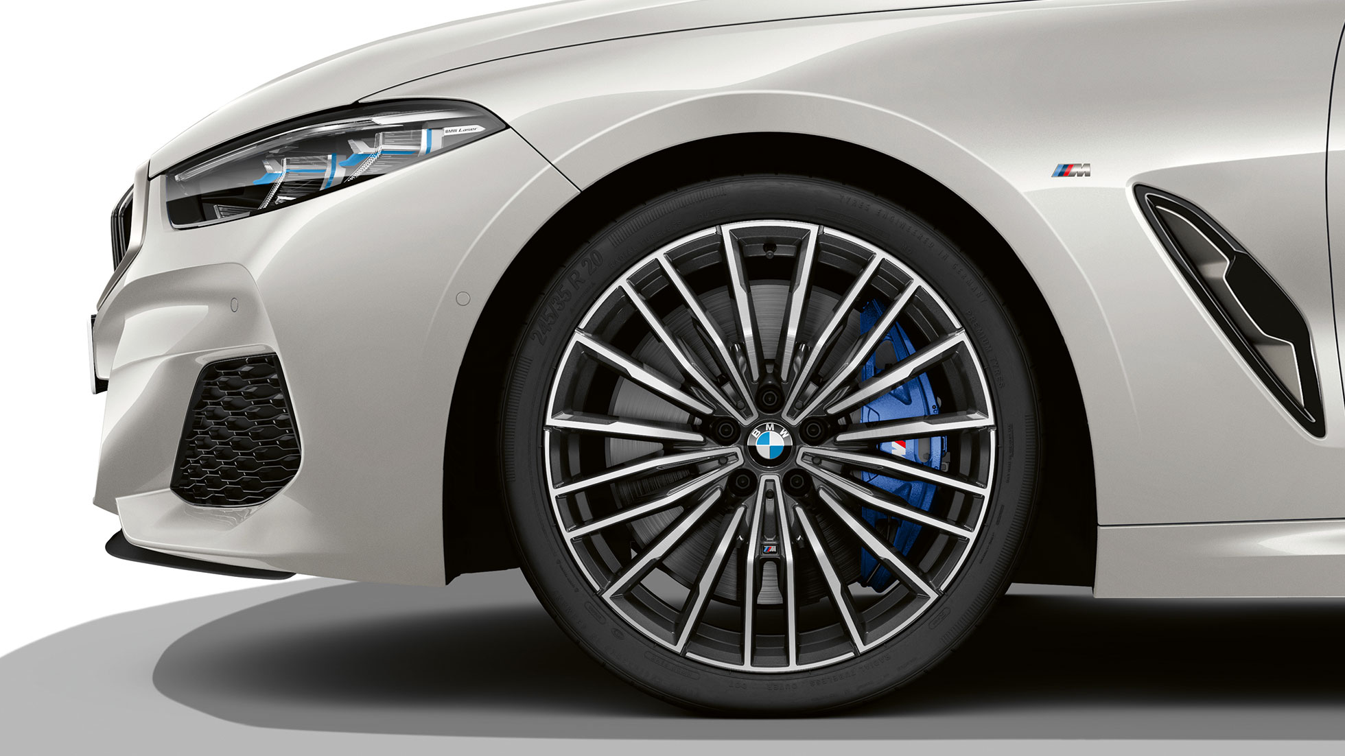 "BMW M850i xDrive, Mineral White metallic, 20"" легкосплавные диски multi-spoke 729 M."